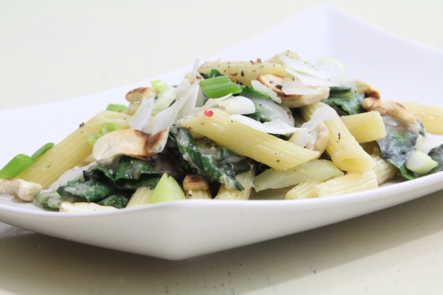 Mangold-Penne mit Cocos-Cashewsauce