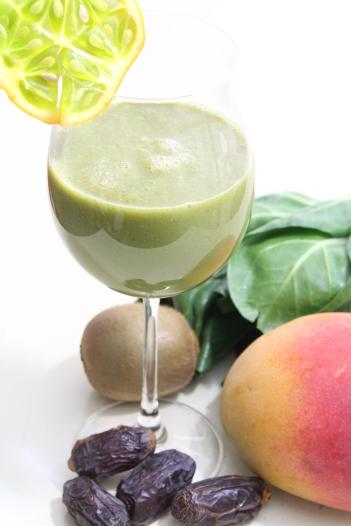 Mangold-Mango-Chia-Smoothie