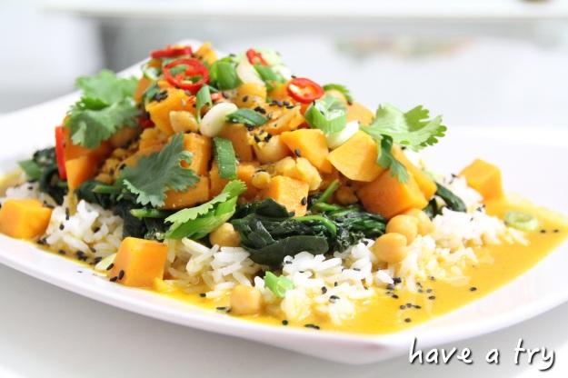 Rotes Süßkartoffel-Kichererbsencurry mit Cocosmilch, roten Linsen und Spinat (vegan, glutenfrei)