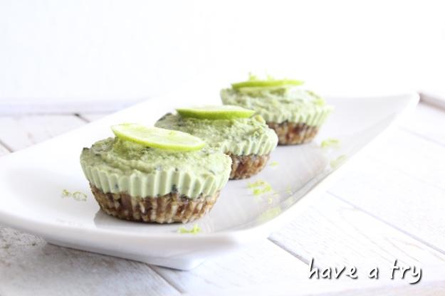 Limetten-Minz-Cheesecake mit Matcha (roh, vegan, glutenfrei, sojafrei)