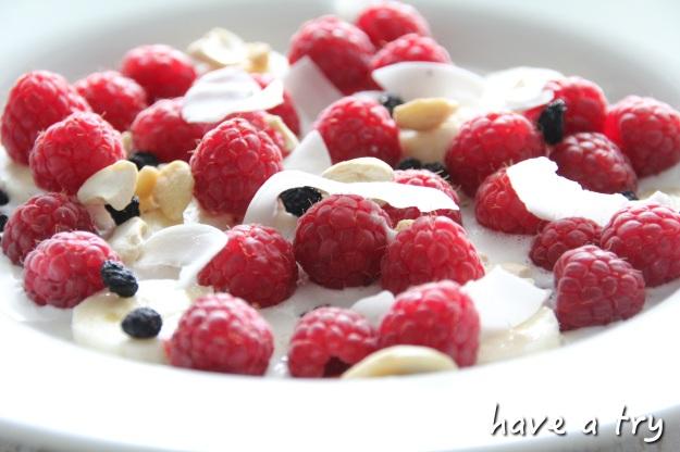 Cashewmilch mit frischen Früchten und Superfoods (801010, glutenfrei, sojafrei, laktosefrei, roh-vegan)