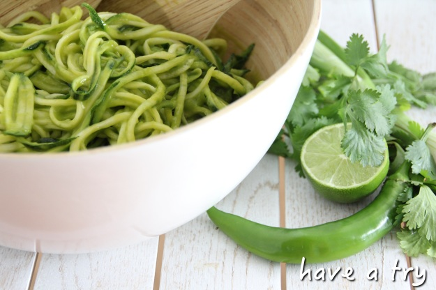 zucchini pasta mit mango avocadodressing raw vegan have a try. Black Bedroom Furniture Sets. Home Design Ideas