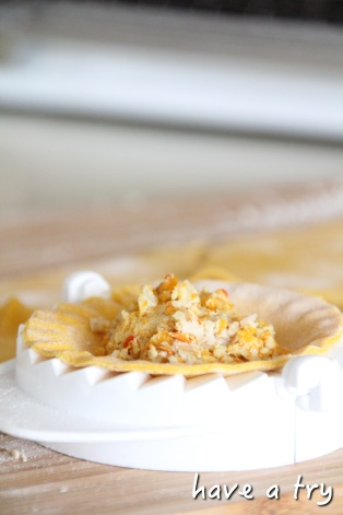Kürbisravioli mit Walnussfüllung und Orangen-Chili-Sauce (vegan)