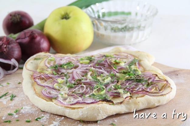 Apfel-Zwiebel-Flammkuchen (vegan)