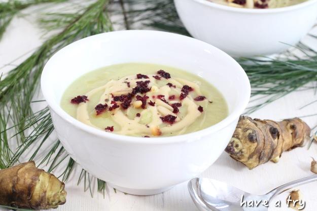 Topinambur-Suppe mit Mandelcrème (vegan, glutenfrei, sojafrei)
